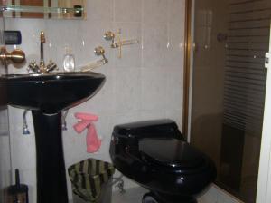 Apartamento En Venta En Caracas - Guaicay Código FLEX: 14-6685 No.13