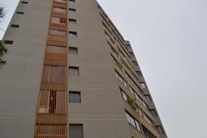 Apartamento En Venta En Maracaibo, Avenida El Milagro, Venezuela, VE RAH: 14-6922