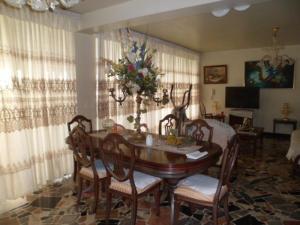 Apartamento En Venta En Caracas - Los Palos Grandes Código FLEX: 14-7198 No.2