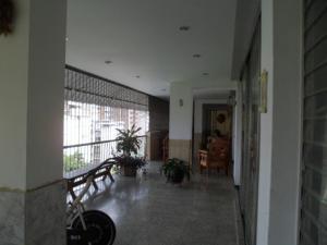 Apartamento En Venta En Caracas - Los Palos Grandes Código FLEX: 14-7198 No.3