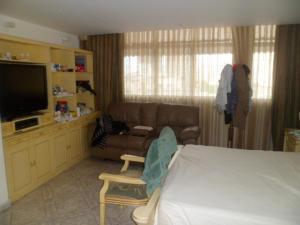 Apartamento En Venta En Caracas - Los Palos Grandes Código FLEX: 14-7198 No.12