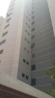 Apartamento En Venta En Maracaibo, Avenida El Milagro, Venezuela, VE RAH: 14-7973