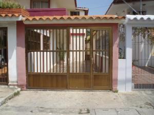 Apartamento En Venta En Puerto Cabello, Cumboto, Venezuela, VE RAH: 14-8302