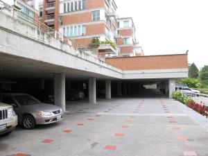 Apartamento En Venta En Caracas, Lomas De La Lagunita, Venezuela, VE RAH: 14-8748