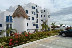 Apartamento En Venta En Margarita, Porlamar, Venezuela, VE RAH: 14-8704
