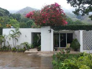 Casa En Venta En Maracay, El Castaño (Zona Privada), Venezuela, VE RAH: 14-9050
