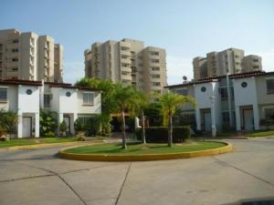 Townhouse En Venta En Maracaibo, Avenida Milagro Norte, Venezuela, VE RAH: 14-9737