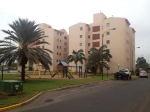 Apartamento En Venta En Maracaibo, Kilometro 4, Venezuela, VE RAH: 14-9896