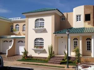 Townhouse En Venta En Maracaibo, Fuerzas Armadas, Venezuela, VE RAH: 14-10009