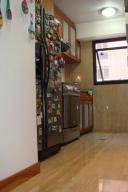 Apartamento En Venta En Caracas - Campo Alegre Código FLEX: 14-10216 No.2