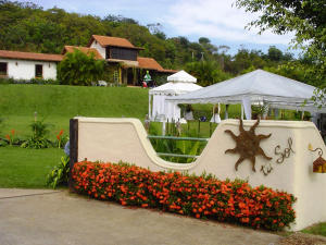 Casa En Venta En Valencia, Safari Country Club, Venezuela, VE RAH: 14-10318