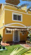 Townhouse En Venta En Margarita, Los Robles, Venezuela, VE RAH: 14-10577