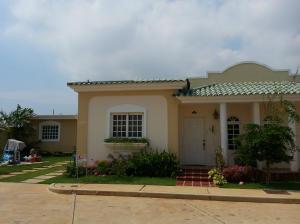 Townhouse En Venta En Maracaibo, Zona Norte, Venezuela, VE RAH: 14-11132