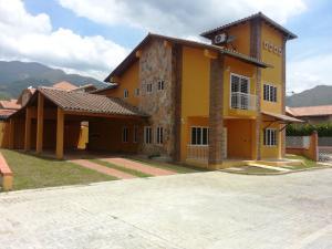 Casa En Venta En Municipio San Diego, Villas De San Diego, Venezuela, VE RAH: 14-11198