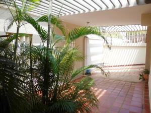 Casa En Venta En Maracaibo, Rosal Sur, Venezuela, VE RAH: 14-11363
