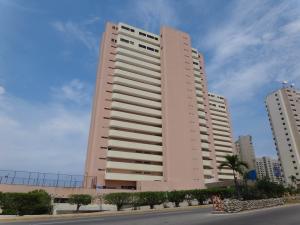 Apartamento En Ventaen Catia La Mar, Playa Grande, Venezuela, VE RAH: 14-11616