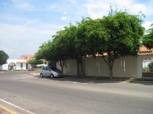 Local Comercial En Venta En Maracaibo, El Rosal, Venezuela, VE RAH: 14-11776