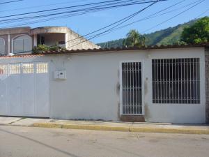 Casa En Ventaen Turmero, Villas Paraiso, Venezuela, VE RAH: 14-11926