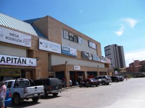 Local Comercial En Venta En Tucacas, Tucacas, Venezuela, VE RAH: 14-12244