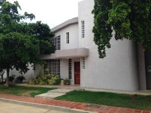 Townhouse En Venta En Maracaibo, Doral Norte, Venezuela, VE RAH: 14-12415