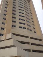 Apartamento En Venta En Maracaibo, El Milagro, Venezuela, VE RAH: 14-12429