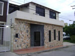 Casa En Venta En Maracay, Villas Ingenio I, Venezuela, VE RAH: 14-12635