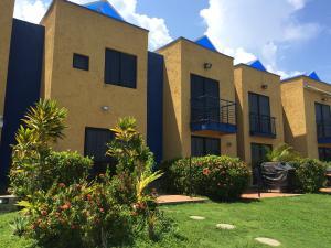 Townhouse En Venta En Higuerote, Puerto Encantado, Venezuela, VE RAH: 14-12805