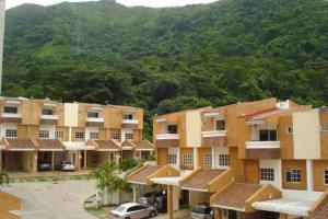 Townhouse En Venta En Valencia, Piedra Pintada, Venezuela, VE RAH: 14-12854