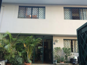 Casa En Venta En Caracas - Los Palos Grandes Código FLEX: 14-13176 No.2