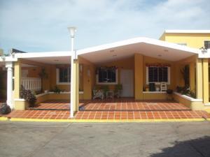 Townhouse En Venta En Maracaibo, La Limpia, Venezuela, VE RAH: 14-13242