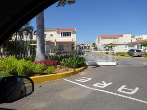 Townhouse En Venta En Maracaibo, Doral Norte, Venezuela, VE RAH: 14-13290