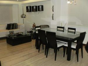 Apartamento En Venta En Caracas, Los Naranjos De Las Mercedes, Venezuela, VE RAH: 14-13316