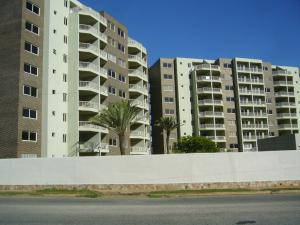 Apartamento En Venta En Margarita, Costa Azul, Venezuela, VE RAH: 14-13553