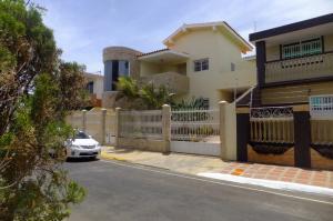 Casa En Venta En Punto Fijo, Judibana, Venezuela, VE RAH: 15-230