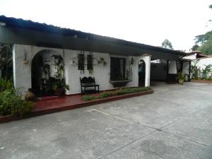 Casa En Ventaen Caracas, Alto Hatillo, Venezuela, VE RAH: 15-247