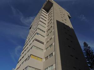 Apartamento En Venta En Caracas, Los Chaguaramos, Venezuela, VE RAH: 15-415