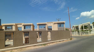 Townhouse En Venta En Punto Fijo, Santa Fe, Venezuela, VE RAH: 15-468