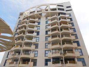 Apartamento En Ventaen Catia La Mar, Playa Grande, Venezuela, VE RAH: 15-773