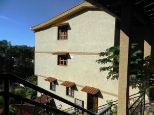 Casa En Venta En San Antonio De Los Altos, Los Salias, Venezuela, VE RAH: 15-1640