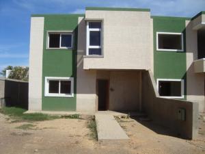 Townhouse En Venta En Punto Fijo, Casacoima, Venezuela, VE RAH: 15-1298