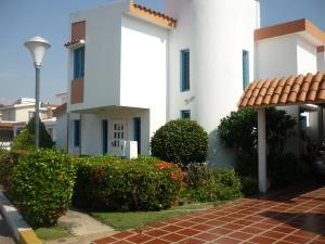 Casa En Venta En Ciudad Ojeda, Campo Elias, Venezuela, VE RAH: 15-1847