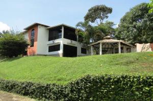 Casa En Venta En Valencia, Safari Country Club, Venezuela, VE RAH: 15-1929