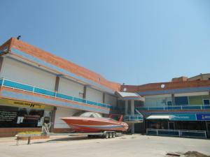 Local Comercial En Venta En Tucacas, Tucacas, Venezuela, VE RAH: 15-2009