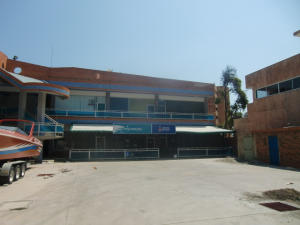 Local Comercial En Venta En Tucacas, Tucacas, Venezuela, VE RAH: 15-2012
