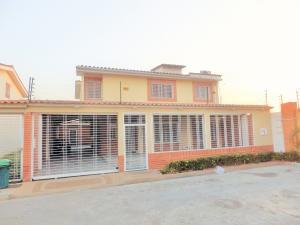 Townhouse En Venta En La Morita, Los Girasoles, Venezuela, VE RAH: 15-2072