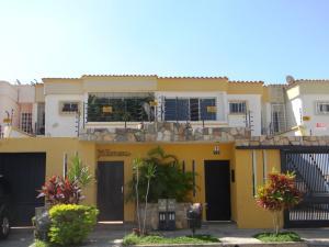 Casa En Venta En Valencia, Las Clavellinas, Venezuela, VE RAH: 15-2170
