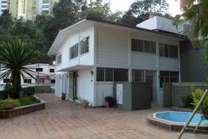 Casa En Venta En Caracas, Colinas De Bello Monte, Venezuela, VE RAH: 15-2180