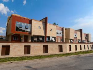 Casa En Venta En Maracay, La Floresta, Venezuela, VE RAH: 15-2274