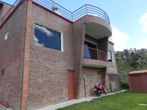 Casa En Venta En Caracas, El Hatillo, Venezuela, VE RAH: 15-2432