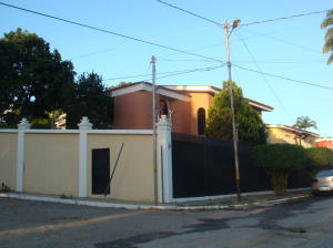 Casa En Ventaen Barquisimeto, Colinas De Santa Rosa, Venezuela, VE RAH: 15-2480